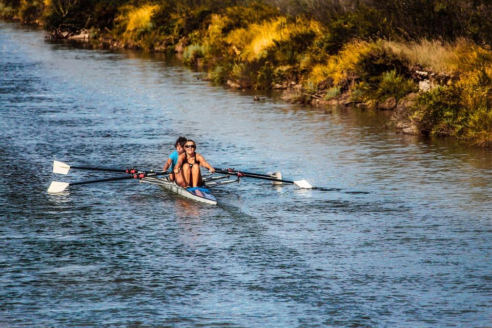 Aluminium canoe versus Fiberglass canoe